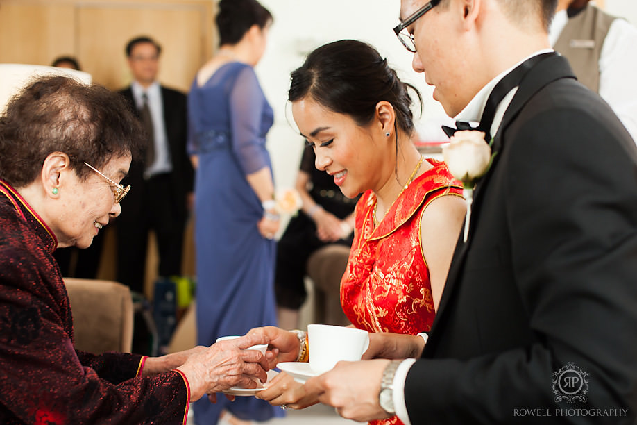 chinese tea ceremony toronto wedding Metropolitan Hotel Toronto Wedding of Amelia & Andrew