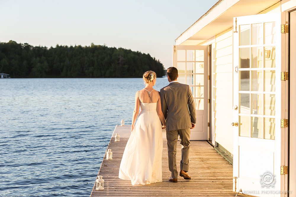 Muskoka photographer captures relaxing sunset wedding photos at Muskoka Golf and Country Club.