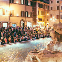 Trevi Foutrain crowds at night rome italy
