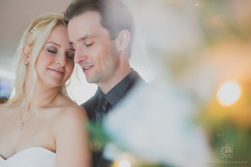 christmas wedding photos Taboo Resort Muskoka   Winter Elopement