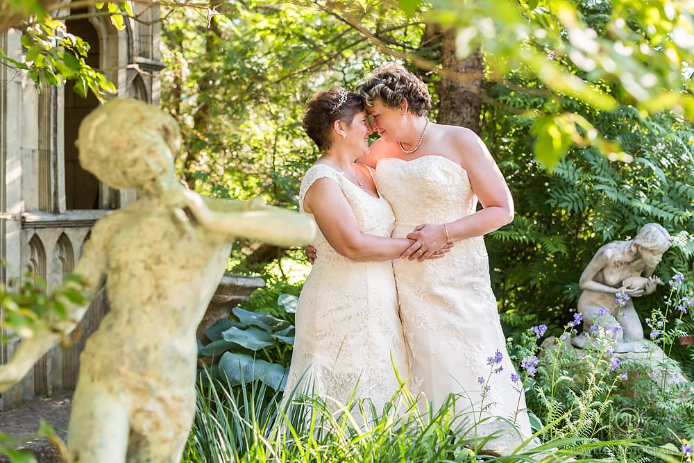 beautiful lesbian wedding photograph ontario canada
